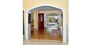302. Beltéri stukkó dekorációs ötletek: boltíves ajtó díszítése stukkóval
