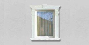 33. Kültéri stukkó dekorációs ötletek: dekoratív díszítés ajtókerettel, ablakkerettel