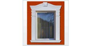 93. Kültéri stukkó dekorációs ötletek: ívre hajlítható díszlécek ablakkeretként