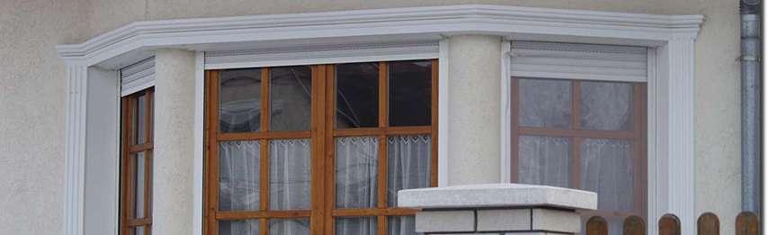 Ablakstukkó és sima felületű oszlopok